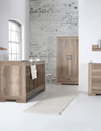 Kidsmill Brent Babykamer Oldwood | Bed 70 x 140 cm + Commode + Kast 2-Deurs